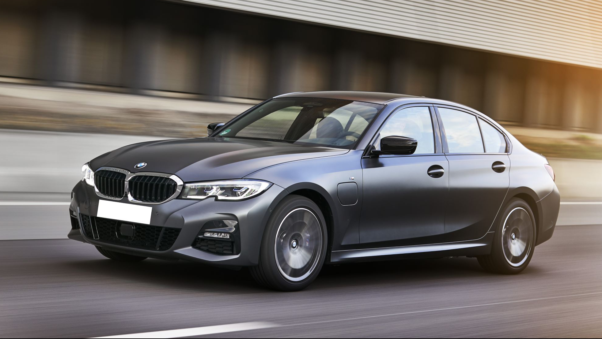 P90359927_highRes_the-all-new-bmw-330e (1)