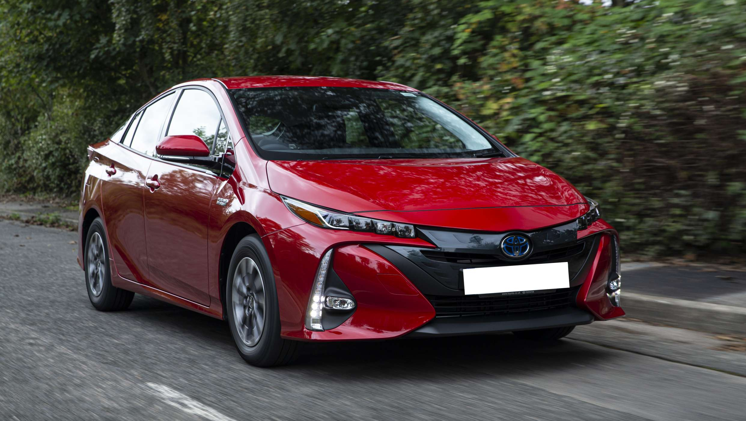 Toyota-Prius-Plugin-Business-Edition-Plus-Exterior-Dynamic-6 (1)